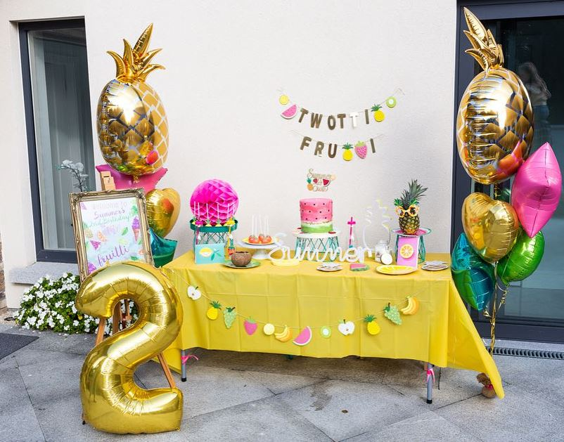 pineapple balloon clusters