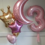 giant balloon crown and giant balloon letter