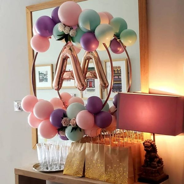 balloon hoop with rose gold balloon letter in centre