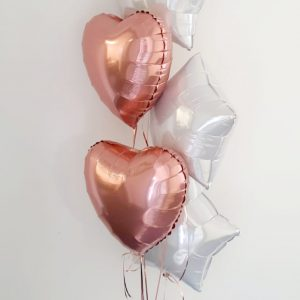 white and rose gold balloon bunch